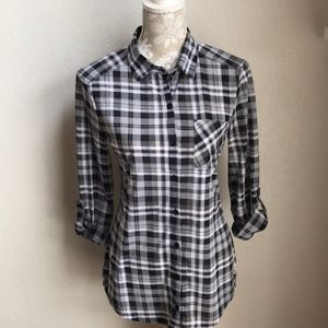 Long Sleeve Black and Gray Plaid Top